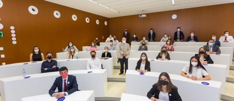 la-universidad-de-navarra-y-cein-formaran-un-ano-mas-a-jovenes-cientificos-en-el-ambito-de-la-empresa